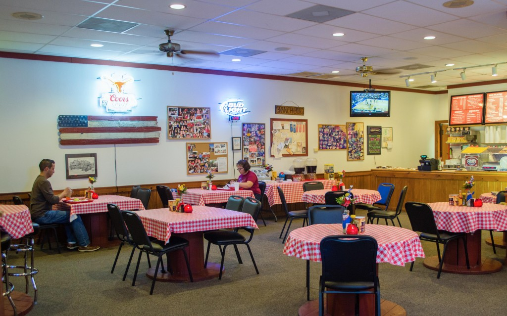 Branch BBQ - Dining room